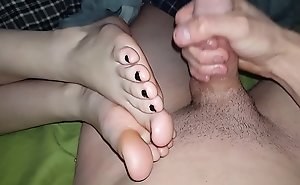 Cum on all sides over girlfriend's soft slippery legs