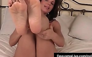 Mature Milf Deauxma Shows Off Limbs Paws and Soles In Bed Nude!